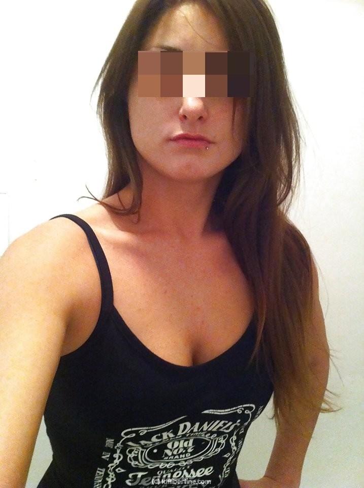 Sarah 21 ans cherche homme coquin