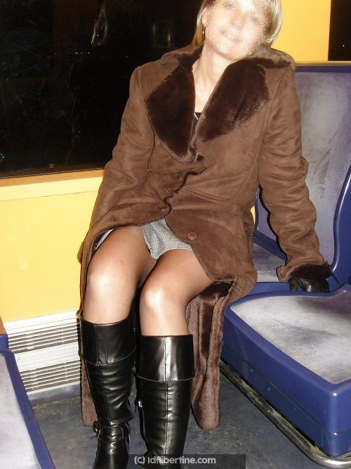 La salope du RER E (voyeur demandé)